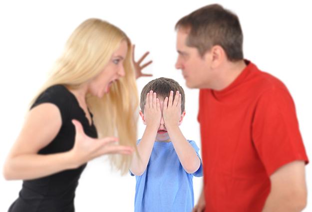 Separazione: accusare, urlare, giudicare in presenza dei figli